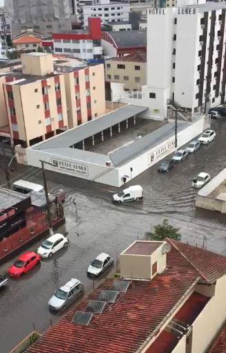 Ruas ficaram alagadas no Kobrasol, São José - Luis Antônio de Souza/Divulgação/ND