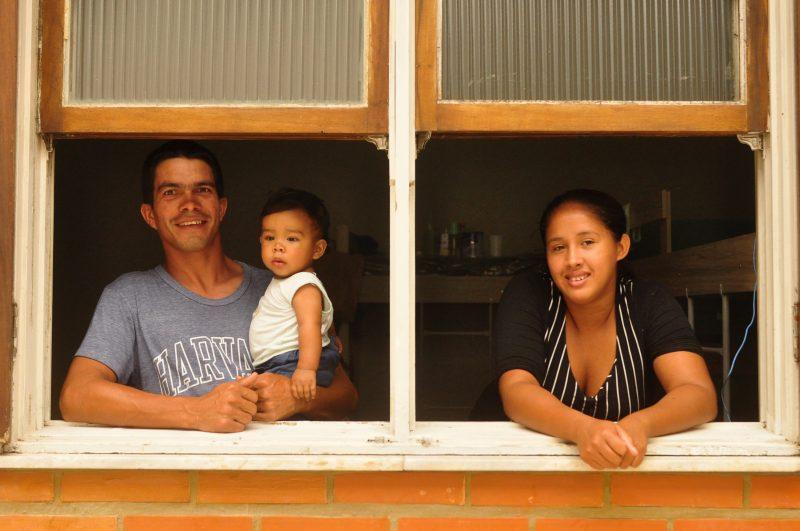 Diana, Alberto e José Miguel vieram ao Brasil em busca de uma vida melhor – Foto: Gabriel Lain/ND