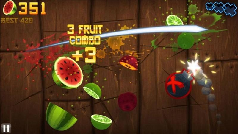 Fruti Ninja (2012) – o aplicativo que passou um ano entre os mais baixados na Play Store, hoje já não ocupa mais essa posição. O jogo de cortar frutas e enfrentar desafios lançou várias outras versões temáticas ao longo dos anos, mas perdeu popularidade com o lançamento de novos jogos. - Crédito: reprodução da internet/33Giga/ND