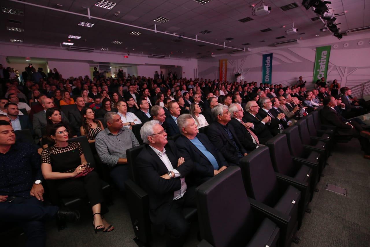 Autoridades, lideranças empresariais e políticas, profissionais de agências de propaganda e clientes acompanham o anúncio, na Fiesc - Anderson Coelho/ND