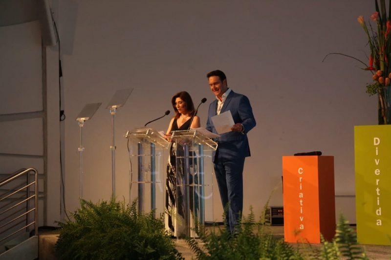 O jornalista Eduardo Ribeiro, da Rede Record, e a atriz Beth Goulart, conduziram o evento – Foto: Anderson Coelho/ND