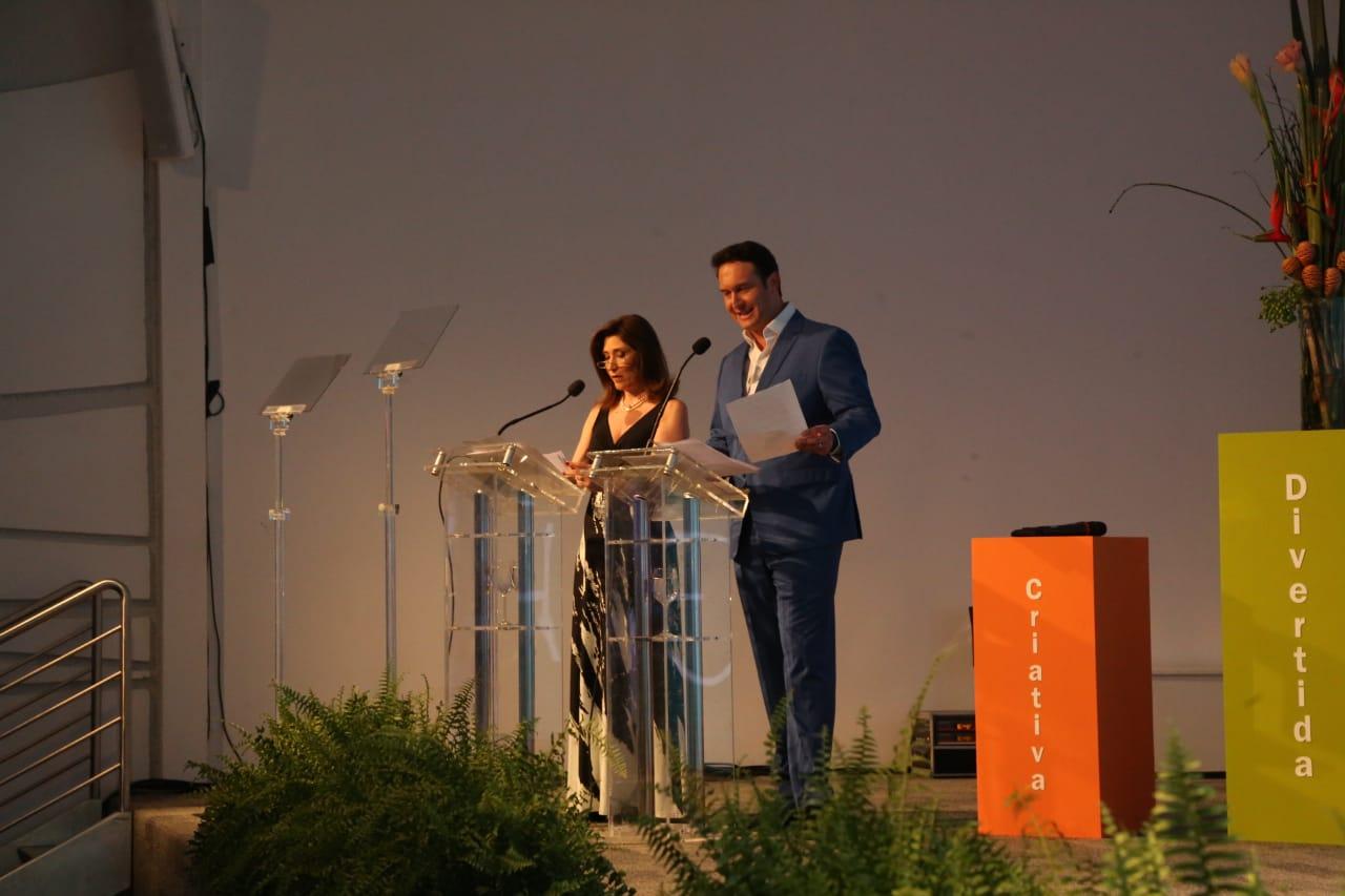O jornalista Eduardo Ribeiro, da Rede Record, e a atriz Beth Goulart, apresentam o evento - Anderson Coelho/ND