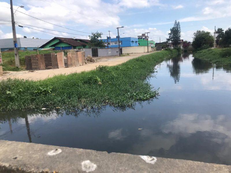 Um dos rios que cortam o bairro Fátima, na Zona Sul – Foto: Luana Amorim/ND