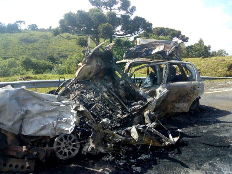 Cinco pessoas morreram carbonizadas em acidente na BR-116, em Capão Alto, na Serra. – Foto: CBMSC/Divulgação/ND