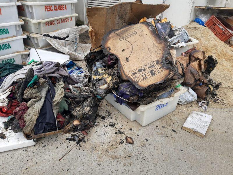 De acordo com informações da NDTV Joinville o fogo foi colocado em materiais acumulados por moradores de rua que circulam pelo local. - Juliano Masselai/NDTV/ND