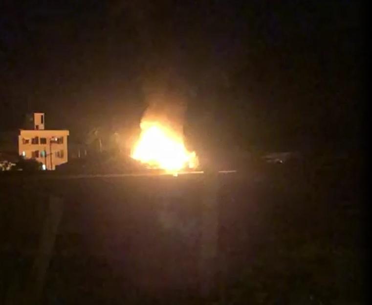 Incêndio atingiu casa de madeira no bairro Bela Vista – Foto: Reprodução/ND
