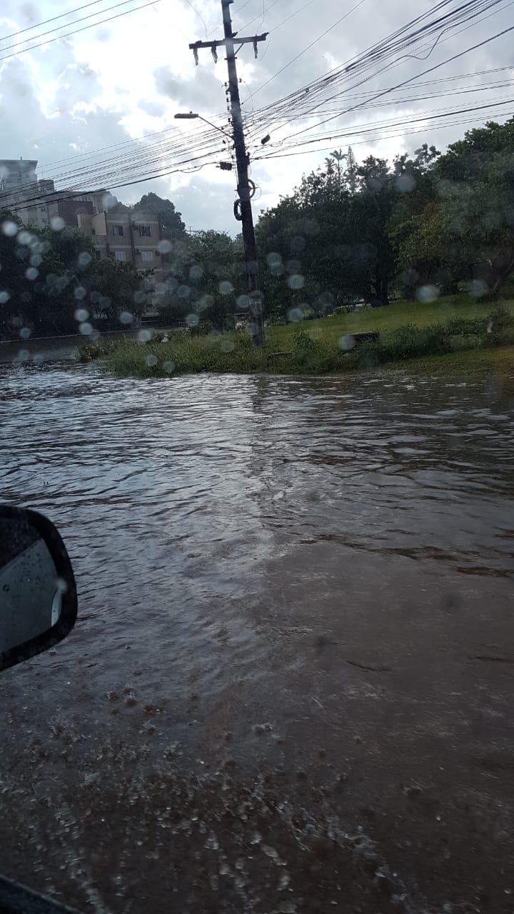 Na saída do bairro Estreito, sentido Ponte Pedro Ivo Campos, também estava alagada após o temporal - Divulgação/ND