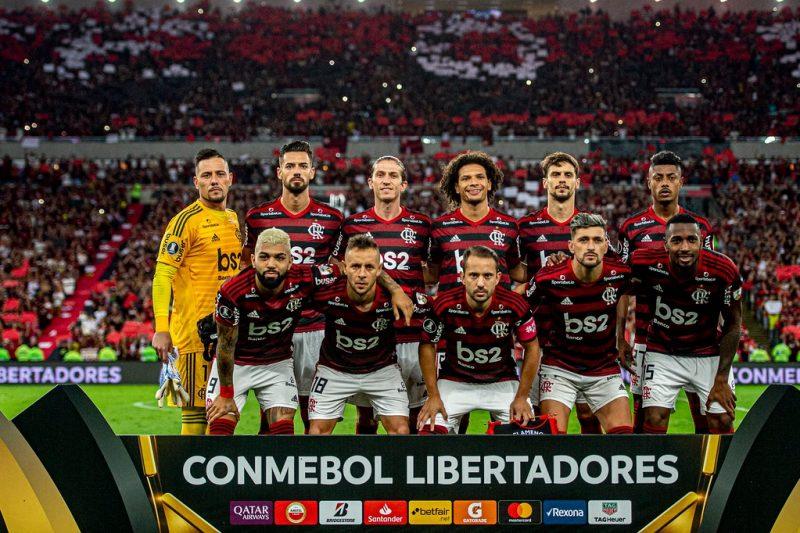 Após 38 anos de espera, o Flamengo voltou a levantar a taça da Libertadores da América – Foto: Marcelo Cortes/Flamengo