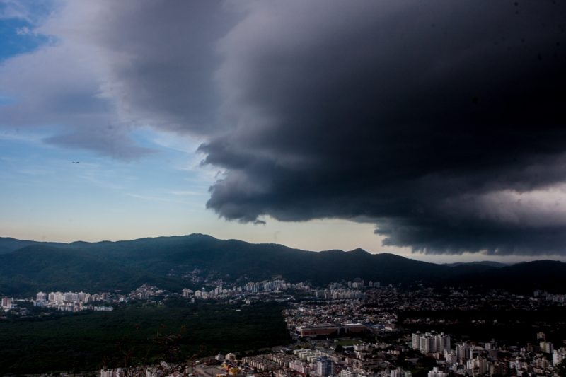 Chuvas fortes serão causadas por frente fria que avança para todo o Estado – Foto: Arquivo/Flávio Tin/ND