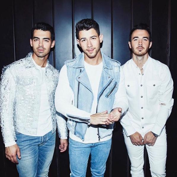 Jonas BrothersA turnê de retorno dos irmãos Jonas deve chegar ao Brasil em novembro de 2020. A data ainda não foi divulgada. - Reprodução/Instagram