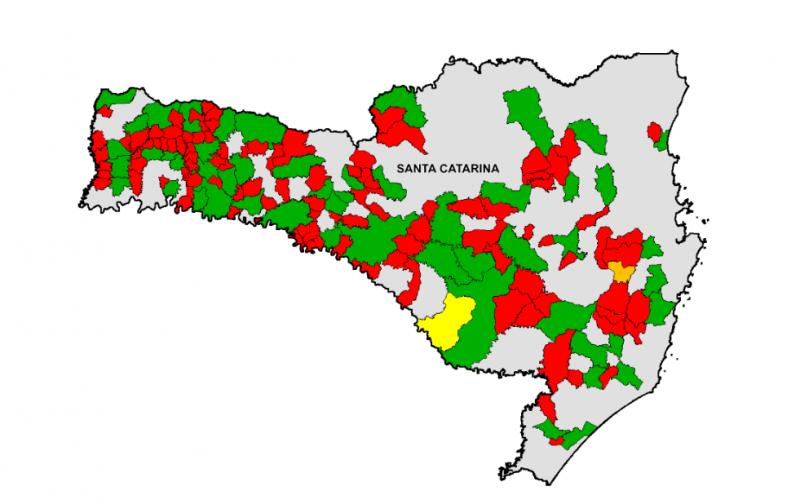 Mapa com mais de 100 municípios (em vermelho) que seriam incorporados aos vizinhos (em verde) Fonte: CNM
