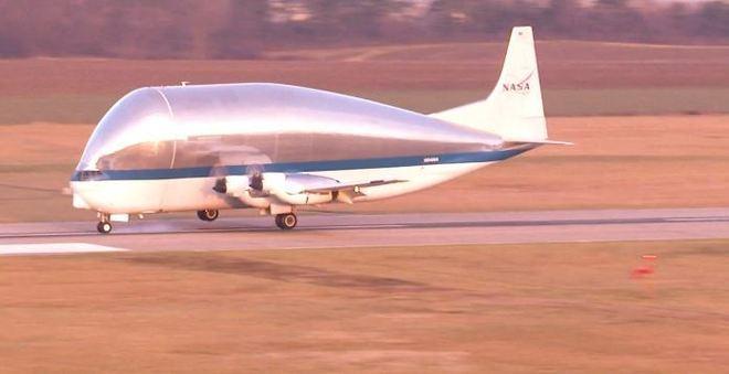 O Super Guppy tem 143 metros de comprimento e 47 metros de largura. Só a distância da ponta da calda do avião até o solo é de 16 metros. - NASA/ James Zunt, Dennis Brown, William Fletcher/Portal R7/ND