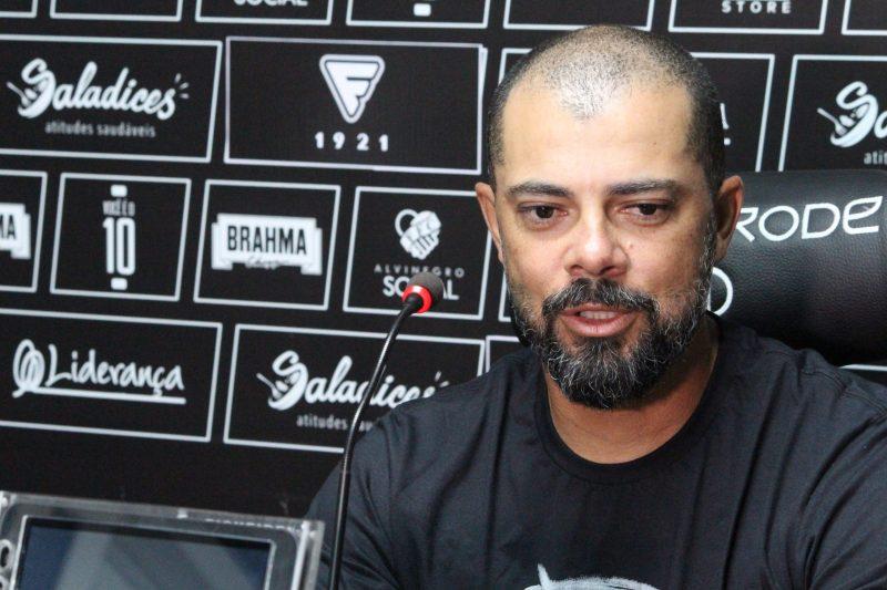 Márcio Coelho, Gugu, foi o escolhido para consolidar a #retomadaalvinegra desde o início; missão árdua. - Patrick Floriani/FFC