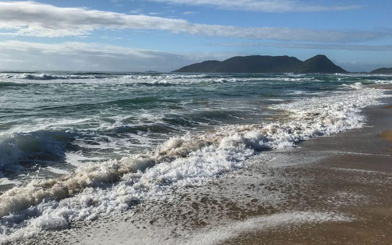 Mar agitado e boas ondas fazem do Campeche uma praia ótima para o surfe - Anderson Coelho/ND