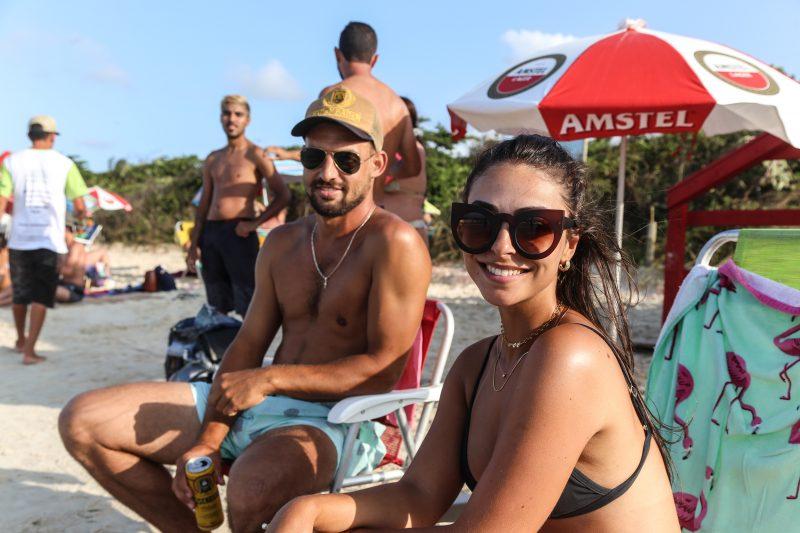 Murilo Ely e Bruna Bueno ficaram muito próximos do mar em Jurerê. – Foto: Anderson Coelho/ND