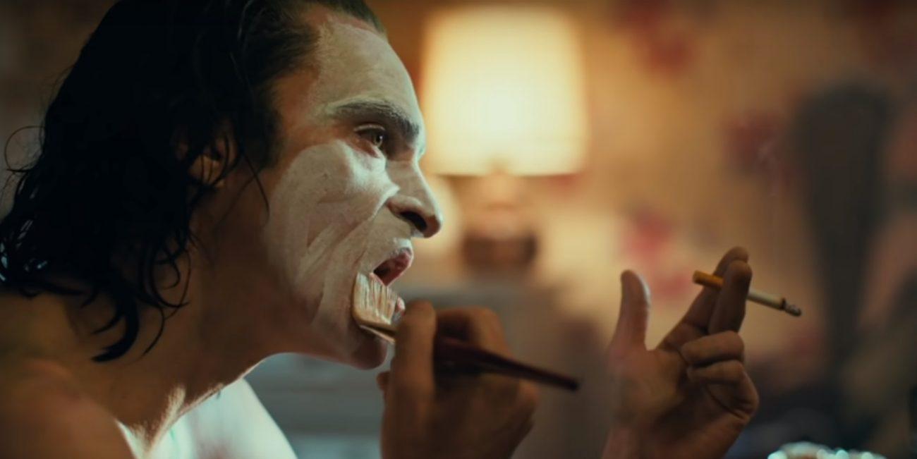 """Os assassinatos iniciam um movimento popular contra a elite de Gotham City, da qual Thomas Wayne (Brett Cullen) é seu maior representante. Todd Philips, conhecido por dirigir o sucesso """"Se beber, Não case!"""", assina a direção da produção. - Foto: Reprodução/Redes Sociais/ND"""