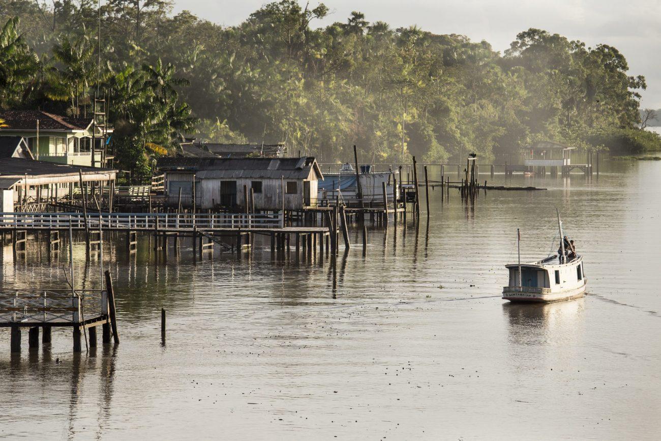 """O ensaio """"Afuá: tempo do rio e da bicicleta"""" é um registro fotodocumental de um pequeno lugar encravado nos grandes rios da Amazônia. - Anderson Coelho/ND"""