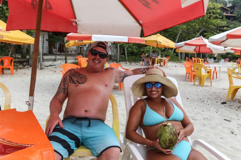 O casal paranaense curte seu último dia de férias em Florianópolis – Foto: Anderson Coelho/ND