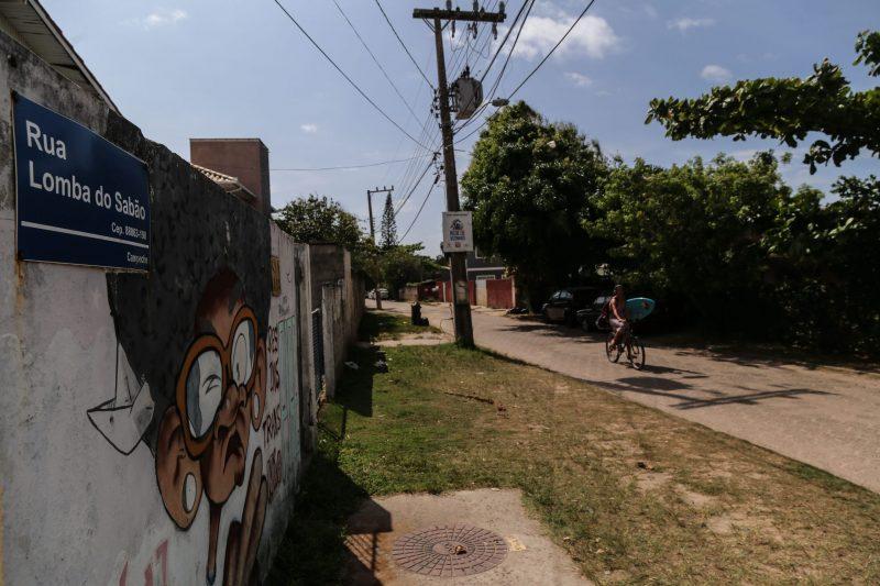 Rua Lomba do Sabão tem pequeno comércio que abastece os banhistas - Anderson Coelho/ND