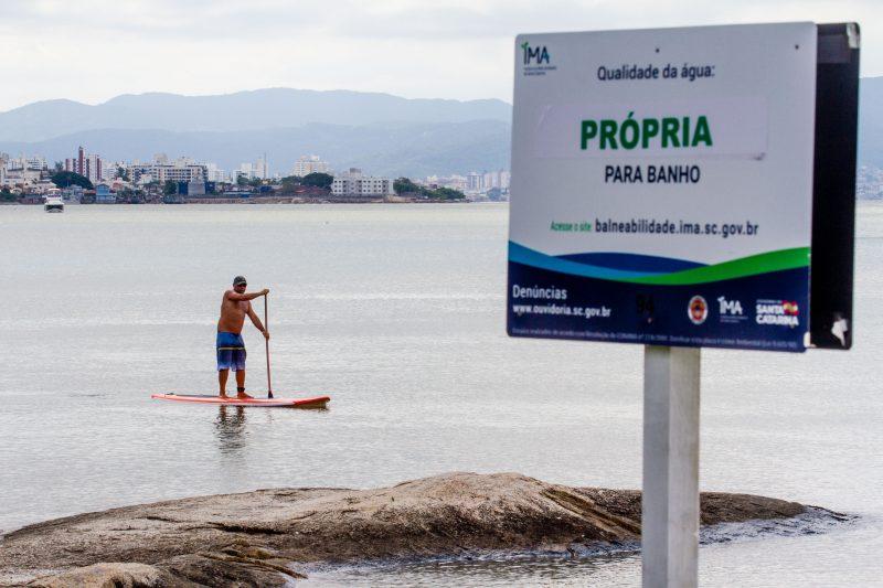Michel aproveitou o domingo para passear na Beira-Mar e aproveitar o ponto próprio para banho - Foto Flavio Tin/ND