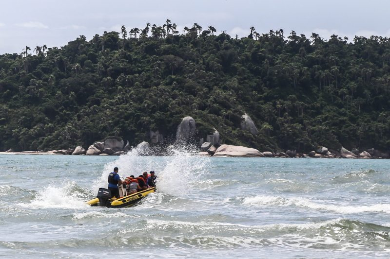 Passeio de bote leva à Ilha do Campeche - Anderson Coelho/ND
