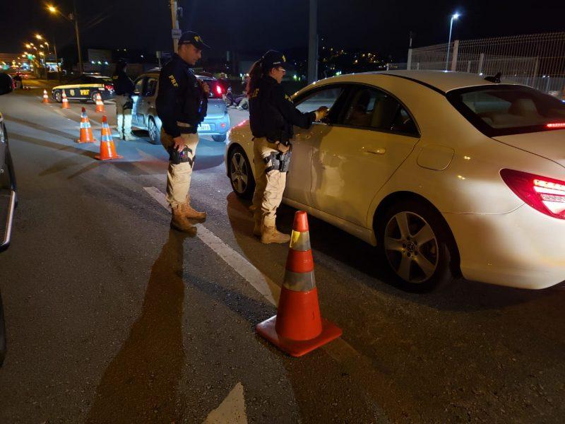 Fiscalizações são uma das alternativas para orientar motoristas e evitar acidentes – Foto: PRF/Divulgação/ND