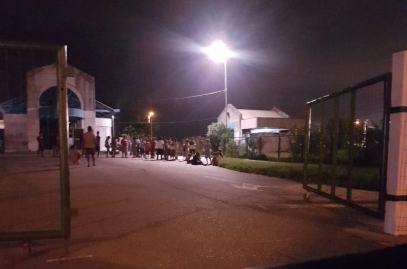 Índios se reuniram no local, e reclamam da falta de segurança – Foto: Sandro Maurício Silveira/ Amosac