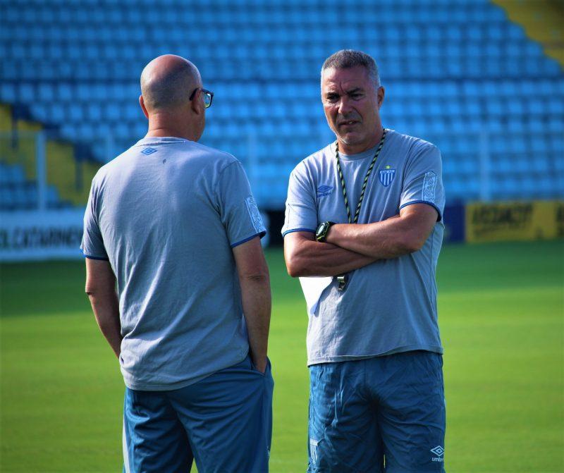 A relação que nem tinha começado entre comissão técnica e jogadores, já ruía. - André Palma Ribeiro/Avaí FC