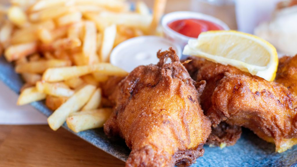 Fish and chips - Photo by Andy Wang on Unsplash - Photo by Andy Wang on Unsplash/Rota de Férias/ND