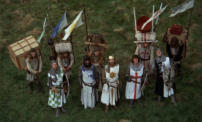 Filmes de comédia para assistir na Netflix – Monty Python em Busca do Cálice Sagrado (1975) - Crédito: Divulgação/33Giga/ND