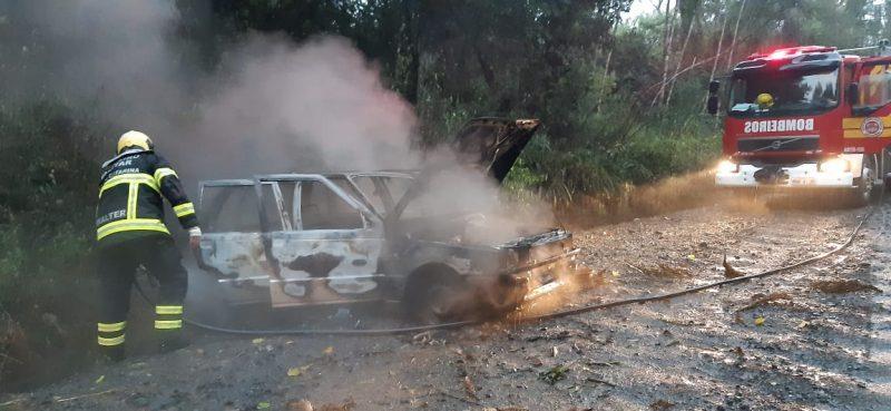 Suspeita é de que o incêndio tenha iniciado após um capotamento – Foto: Corpo de Bombeiros Militar/Divulgação/ND