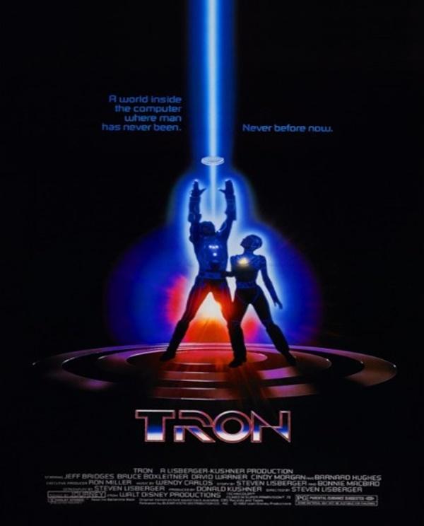 Tron: Uma Odisseia Eletrônica (1982) – Nesse filme da Disney, o jovem engenheiro Kevin Flynn trabalha para a ENCOM elaborando novos jogos de vídeo game. Depois de ter muitas de suas ideias roubadas por Ed Dillinger, um dos executivos, o garoto decide invadir o sistema da empresa para provar a autoria de seus projetos, mas ele descobre que Dillinger criou Tron, um programa para proteger o sistema da ENCOM. - Crédito: Divulgação/33Giga/ND