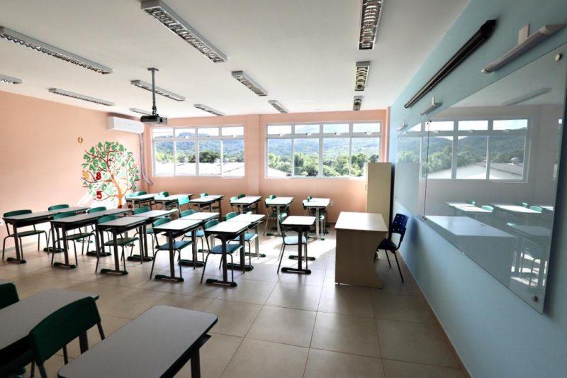 sala de aula vazia em uma escola