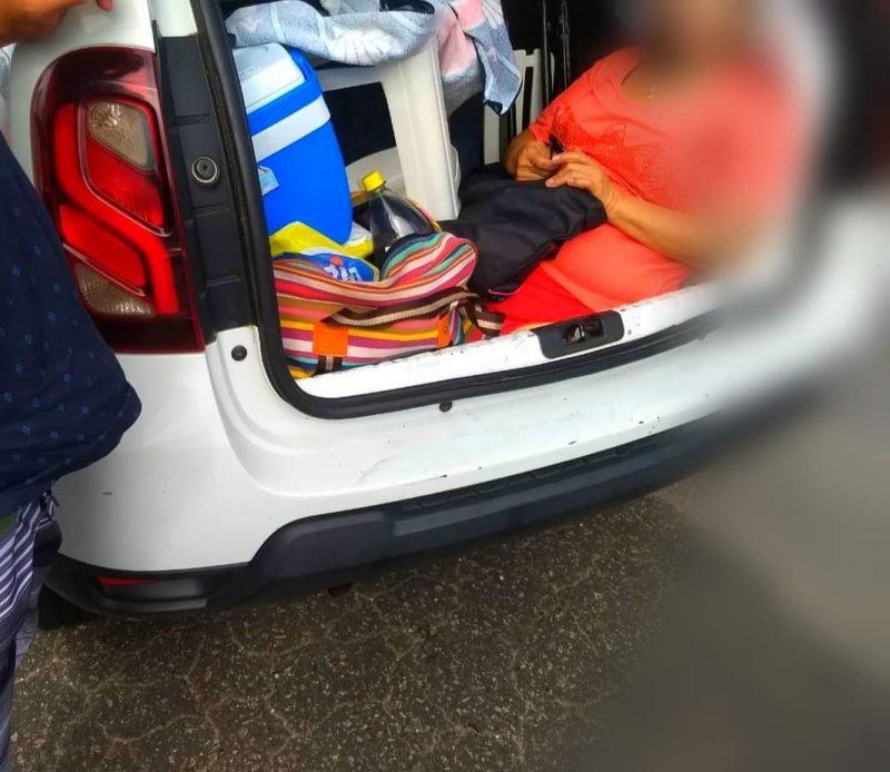 Sogra é transportada no porta-malas por família de turistas argentinos – Foto: PMRv/Divulgação/ND