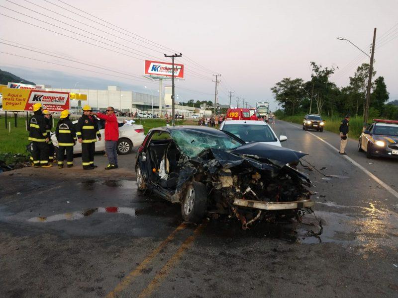 Acidente ocorreu por volta das 18h, na BR-280 – Foto: Fábio Junkes/OCP News