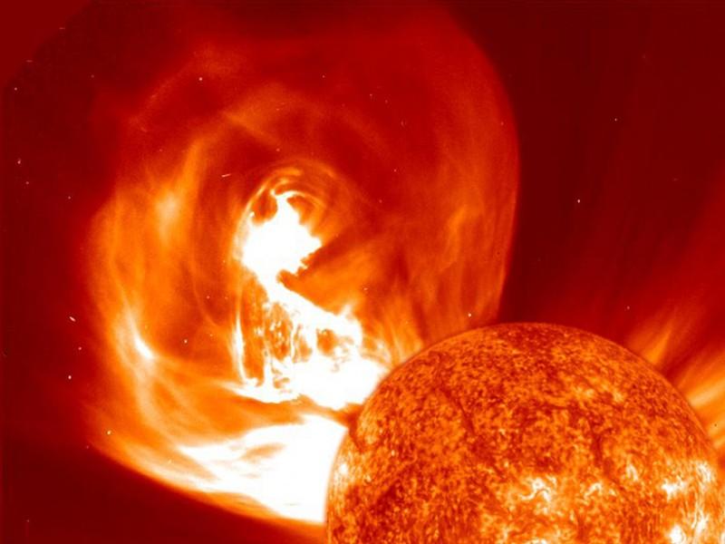 Imagem híbrida de uma ejeção de massa coronal e a cromosfera solar de imagens de satélite da NASA - NASA /33Giga/ND