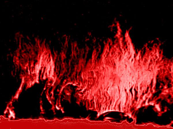 Quando um filamento é visto fora da borda do sol, como mostrado aqui, é chamado de destaque. A razão para o nome diferente é histórica; originalmente, eram vistas proeminências durante o eclipse total do sol, muito antes das técnicas modernas permitirem que os filamentos fossem observados no disco solar. Esse destaque em particular é do tipo hedgerow, chamado assim por causa de sua forma. - NSO/33Giga/ND