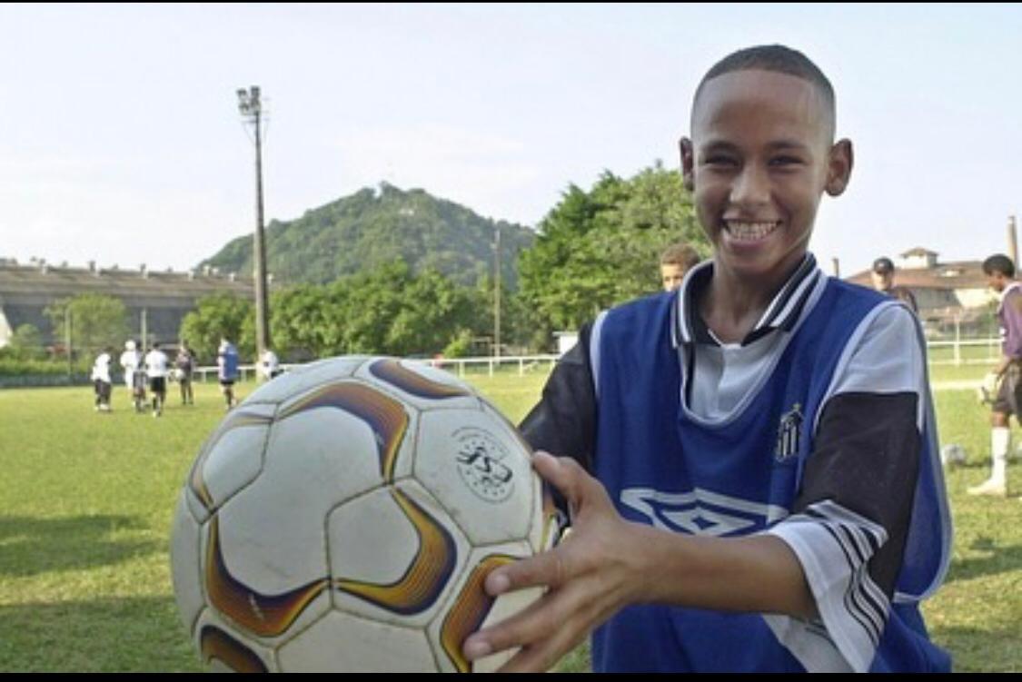 Neymar começou na base do Santos que é time que mais utiliza atletas da base no time principal com 39,6% do tempo de jogo - Reprodução/Instagram