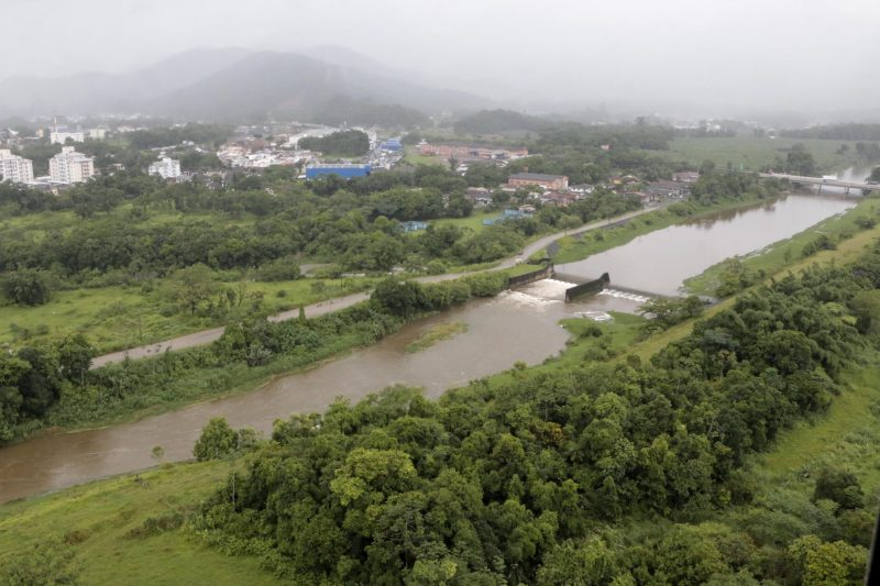 Os níveis dos rios Cubatão (foto) e do Braço, na região Norte, baixaram. - Rogério da Silva/Secm/Divulgação ND