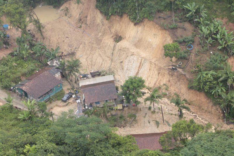 Outra imagem do Rio Bonito, em Pirabeiraba. - Rogerio da Silva/Secom/Divulgação