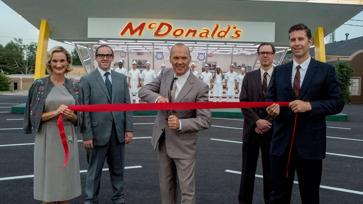 Fome de Poder (2016) – Depois de um encontro crucial com os irmãos McDonald, o vendedor Ray Kroc resolve revolucionar a maneira de fazer e de vender hambúrgueres. - Crédito: Divulgação/33Giga/ND