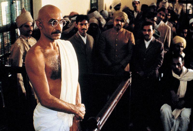Gandhi (1982) – Ben Kingsley interpreta o advogado que enfrentou o domínio britânico na Índia e tornou-se um símbolo internacional do pacifismo e da compreensão. - Crédito: Divulgação/33Giga/ND