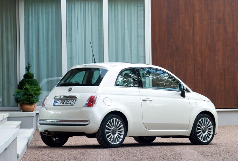 Fiat 500: a marca convocou mais de 2 mil unidades do ano/modelo 2012/2013 por problema no câmbio. O texto completo pode ser visto aqui: http://bit.ly/2SNM2CZ - Foto: Divulgação - Foto: Divulgação/Garagem 360/ND