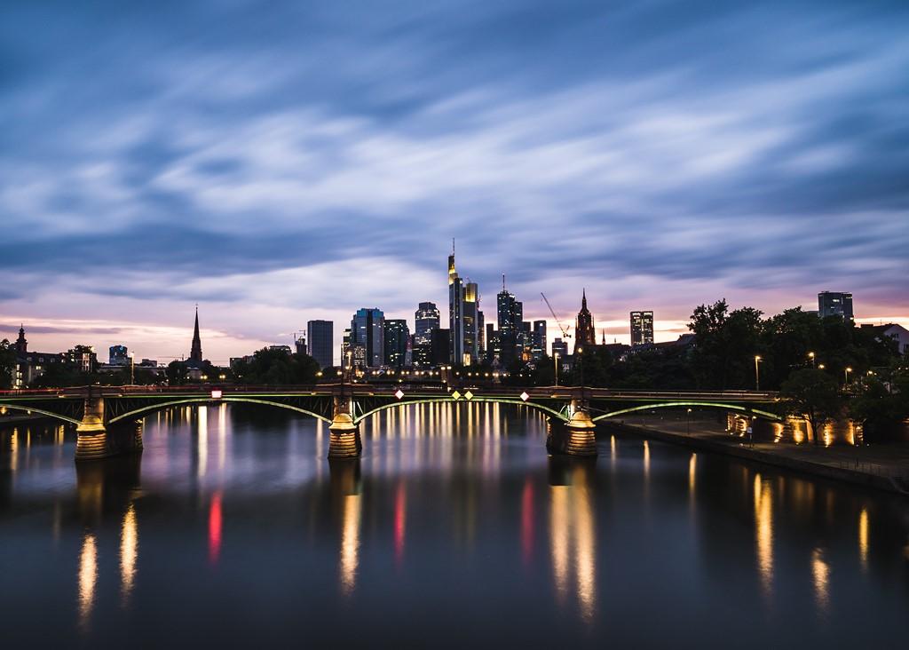 Frankfurt - Photo by Paul Fiedler on Unsplash - Photo by Paul Fiedler on Unsplash/Rota de Férias/ND