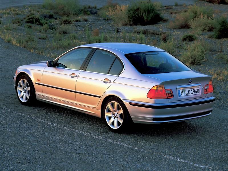 BMW E46: diversas carrocerias dessa geração do Série 3 foram convocadas por uma falha no airbag. Foram chamados os modelos 323Ci, 323i, 328Ci, 328i e 330i, fabricados entre 1998 e 2000. O texto completo está aqui: http://bit.ly/2HlDKN1 - Foto: Divulgação - Foto: Divulgação/Garagem 360/ND