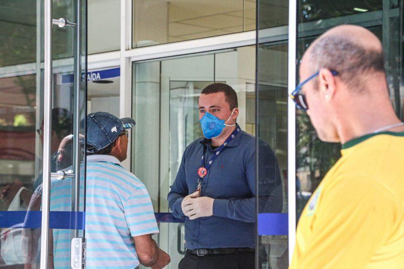 As agências também passaram a controlar a entrada de pessoas. A portaria prevê que a entrada ocorra em número proporcional à disponibilidade de atendentes. - Anderson Coelho/ND