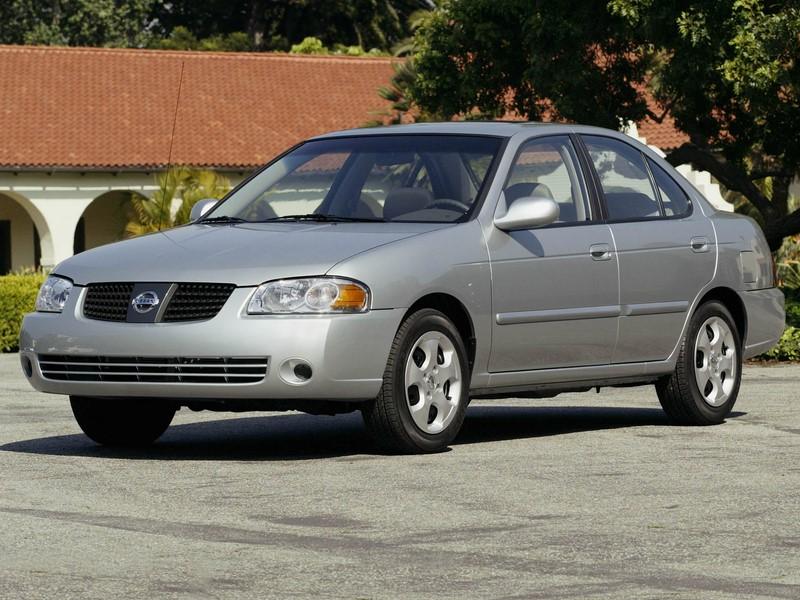 Nissan Sentra: algumas unidades produzidas entre 2004 e 2006 foram chamadas por conta dos airbags mortais da Takata. O texto completo está aqui: http://bit.ly/2UTr483 - Foto: Divulgação - Foto: Divulgação/Garagem 360/ND