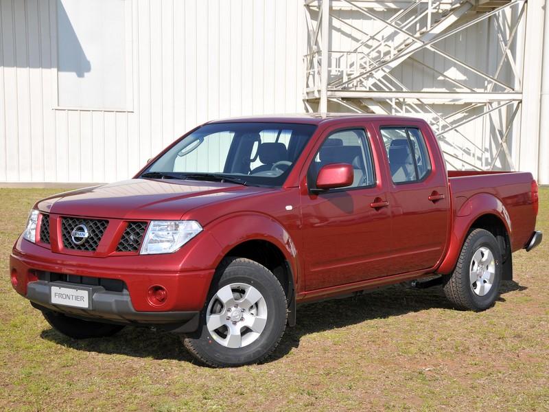 Nissan Frontier: algumas unidades produzidas entre 2007 e 2008 foram chamadas por conta dos airbags mortais da Takata. O texto completo está aqui: http://bit.ly/2UTr483 - Foto: Divulgação - Foto: Divulgação/Garagem 360/ND