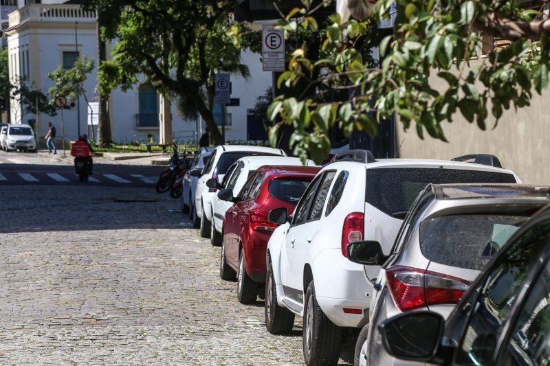 No período da manhã, foi complicado achar vaga de estacionamento no Centro. - Anderson Coelho/ND