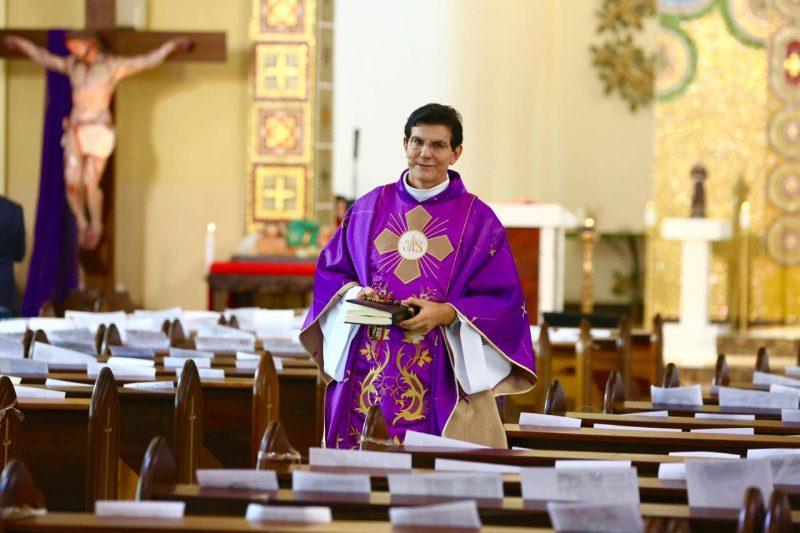 Padre Reginaldo Manzotti se inspirou em padre italiano e pediu que fiéis lhe enviassem fotos. Acabou virando inspiração para outros padres brasileiros também. – Foto: Reprodução/Facebook/ND
